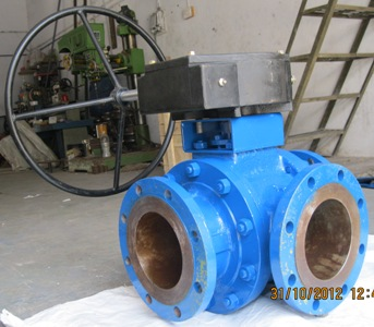 CS-3Way-Ball-Valve-Gear-Operated-Flanged-End-India